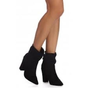Slouchy black suede bootie (heal)